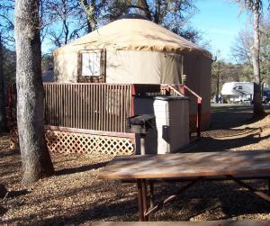 Lake of the Springs Camping Resort Yurt 1 - Oroville