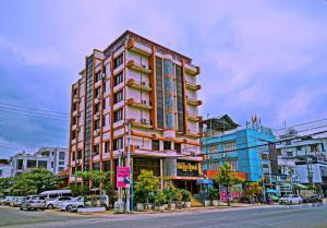 Taim Phyu Hotel (Silver Cloud Hotel)