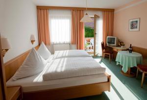 Landhotel-Gasthof-Schreiner, Penzióny  Hohenau - big - 4