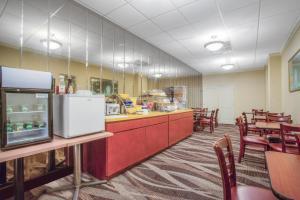 Days Inn by Wyndham Liberty, Hotely  Ferndale - big - 29