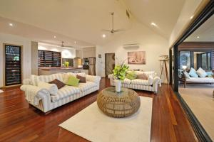 Paddons, Holiday homes - Airlie Beach