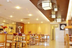 ZEN Rooms Basic Kedung Sari Wonorejo, Отели  Сурабая - big - 17