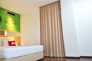 ZEN Rooms Basic Kedung Sari Wonorejo, Отели  Сурабая - big - 3
