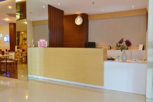 ZEN Rooms Basic Kedung Sari Wonorejo, Отели  Сурабая - big - 12