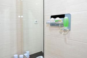ZEN Rooms Basic Kedung Sari Wonorejo, Отели  Сурабая - big - 11