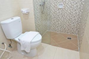 ZEN Rooms Basic Kedung Sari Wonorejo, Отели  Сурабая - big - 9