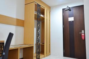ZEN Rooms Basic Kedung Sari Wonorejo, Отели  Сурабая - big - 24