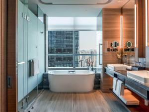 Hilton Jinan South Hotel & Residences, Hotely  Ťi-nan - big - 10
