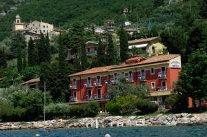 Hotel Menapace - AbcAlberghi.com