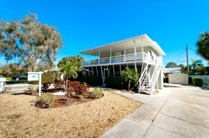 Beach Dream A Two Bedroom Condo-Downstairs - Holmes Beach