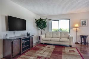 obrázek - Bay Shores Yacht & Tennis - Two Bedroom Condo - 208