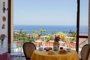 Pupi Catania Etna B&B, Bed & Breakfast  Aci Castello - big - 67