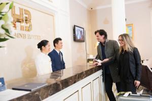 Hoa Binh Hotel, Отели  Ханой - big - 58