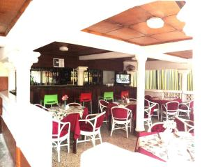 Leisure Lodge Hotels, Hotels  Freetown - big - 32