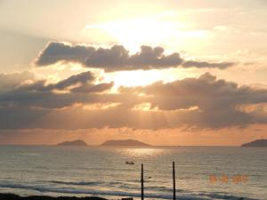 APARTAMENTO 3 ANDAR, FRENTE PARA O MAR, Ferienwohnungen  Ponta do Rei - big - 28