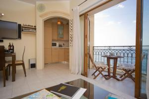 Ascot By The Sea, Apartmány  St Paul's Bay - big - 11