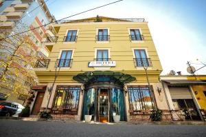 Dream Hotel, Тирана
