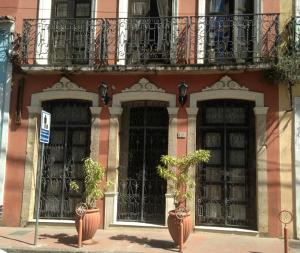 Solar do Carmo Suites & Apartments