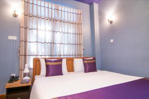 Cinderella Hotel, Отели  Моламьяйн - big - 24