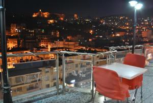 Hotel The First - Saraqinishtë
