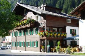 Gasthof zum Guten Tropfen - Accommodation - Partenen
