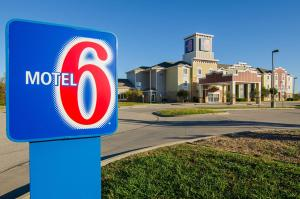 Motel 6-Valley Center, KS