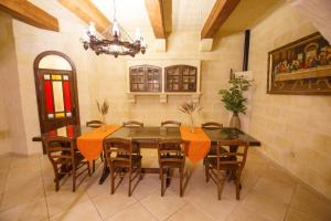 Ta Tumasa Farmhouse, Отели типа «постель и завтрак»  Надур - big - 75