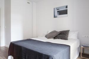 Stylish Modern Gracia Apartment 2A