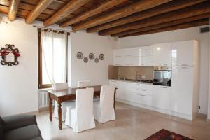 Centre 2 bedroom Flat - AbcAlberghi.com