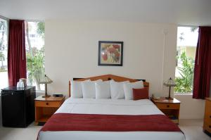 Alcazar Resort- Gay Mens Resort