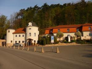 Zámeček Pod Hradem, Szállodák  Starý Jičín - big - 78