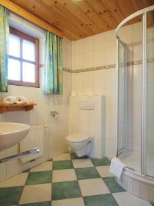 Haus Helene im Öko-Feriendorf, Holiday homes  Schlierbach - big - 23