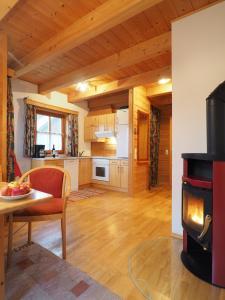 Haus Helene im Öko-Feriendorf, Holiday homes  Schlierbach - big - 22