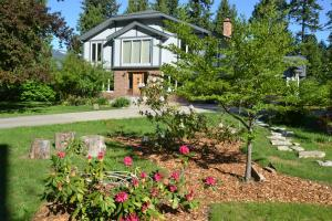 The Pines Bed & Breakfast - Accommodation - Revelstoke