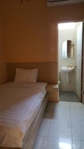 C.Stone Hotel, Отели  Сурабая - big - 19