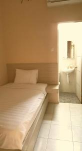 C.Stone Hotel, Отели  Сурабая - big - 20