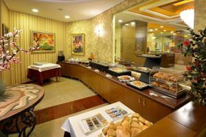 Hotel Austria, Hotels  Tirana - big - 26