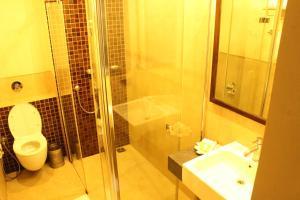 Justa MG Road Hotel, Szállodák  Bengaluru - big - 12