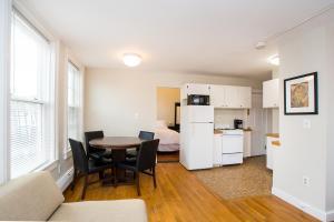 112 Myrtle St #9 by Lyon Apartments, Apartments  Boston - big - 37