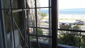 Balcony into Buceo Beach, Apartmány  Montevideo - big - 8
