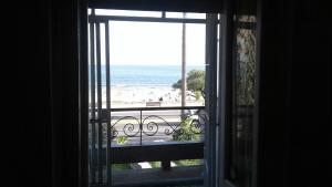 Balcony into Buceo Beach, Apartmány  Montevideo - big - 9