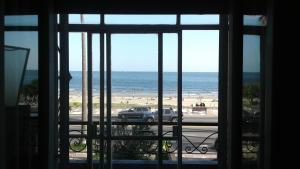 Balcony into Buceo Beach, Apartmány  Montevideo - big - 10