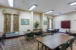 FairBridge Inn Express Whitley City, Отели  Whitley City - big - 33