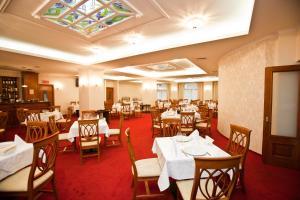 Hotel Maxim, Отели  Орадя - big - 24
