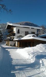 Gästehaus Bergland - Hotel - Berwang
