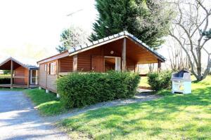 Location gîte, chambres d'hotes Chalet La Petite Fadette dans le département Allier 3