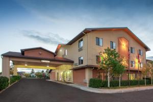 Super 8 by Wyndham Butte MT - Accommodation - Butte