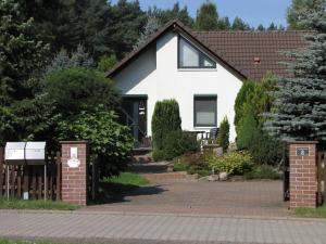 Holiday home Luthers Landhaus, Holiday homes  Coswig - big - 1