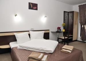 Pensiunea Almada, Guest houses  Vladimirescu - big - 1
