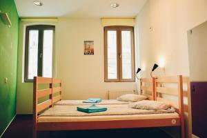 Pura Vida Sky Bar & Hostel, Hostelek - Bukarest
